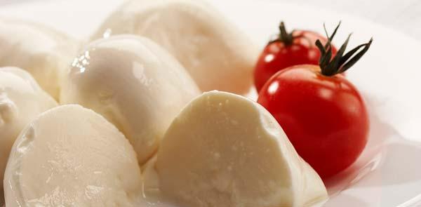 mozzarella tomaat bladerdeeghapje